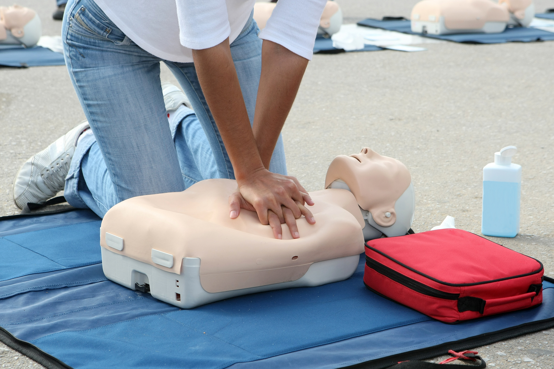 498609577-female-instructor-showing-cpr-on-training-dolljpg