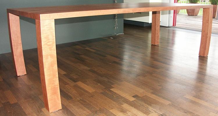 Holztische und massivholztische vom m belschreiner und for Designer tische holz