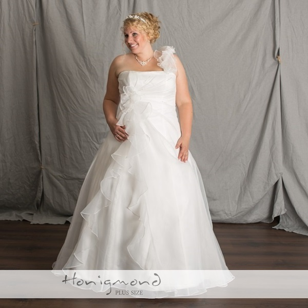 Brautmode in XL