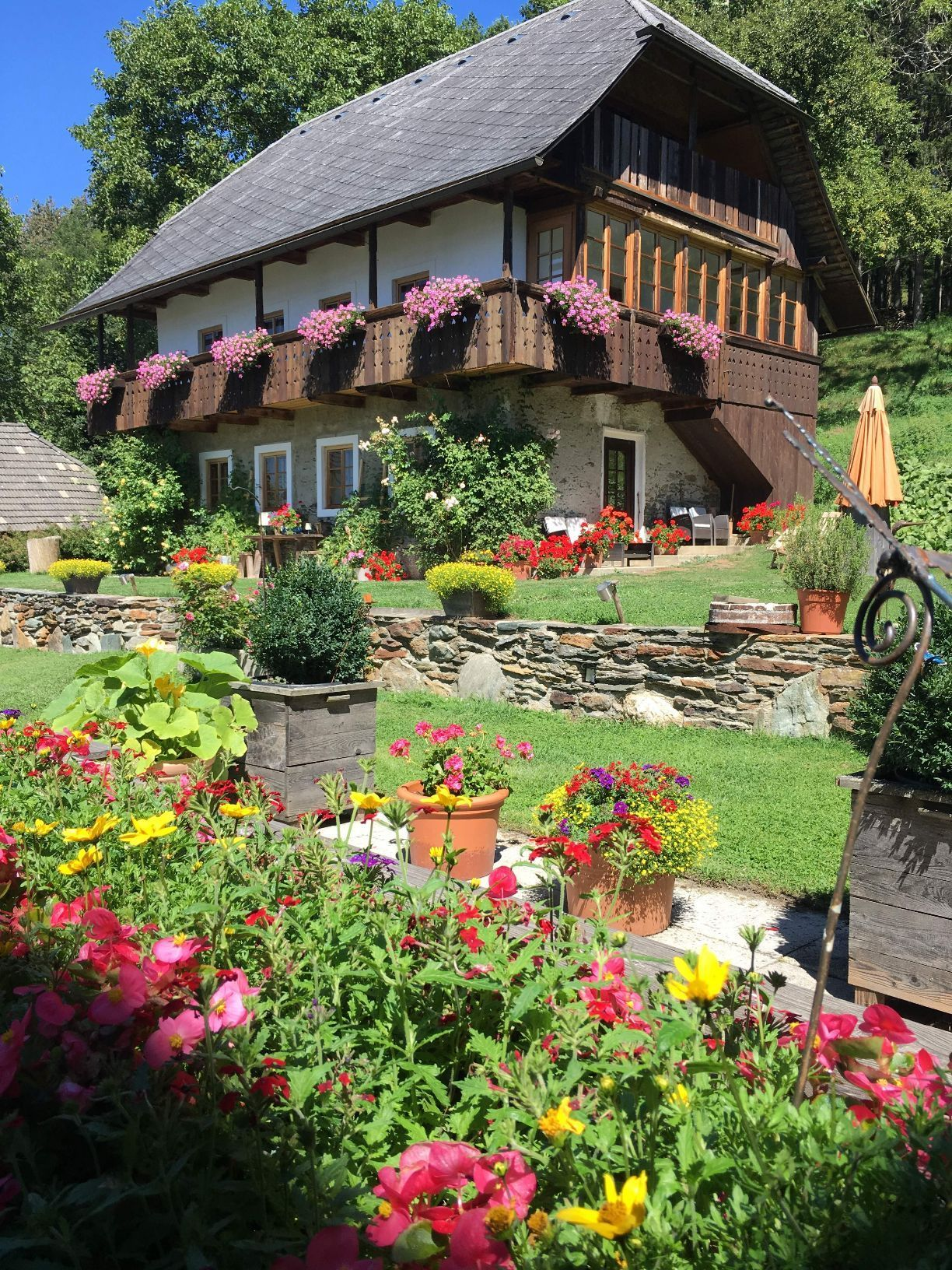 Cottage im Sommer
