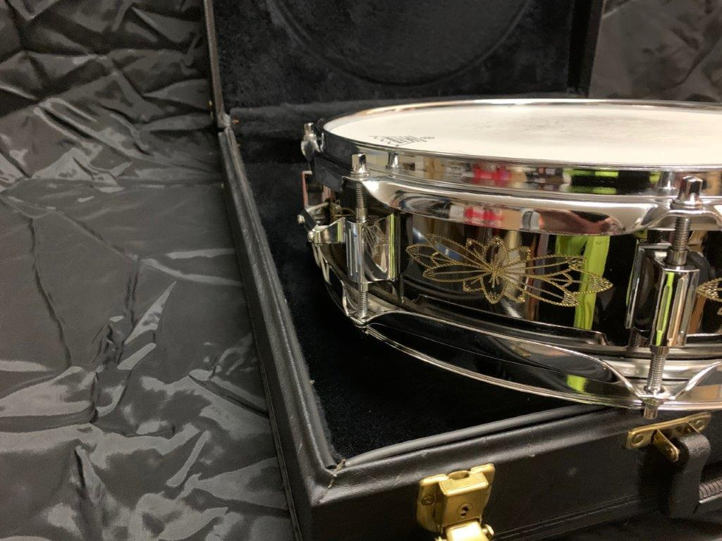 Foto-8-Ludwig-Snare-Black-Beauty-13x3-engraved-Supraphonic