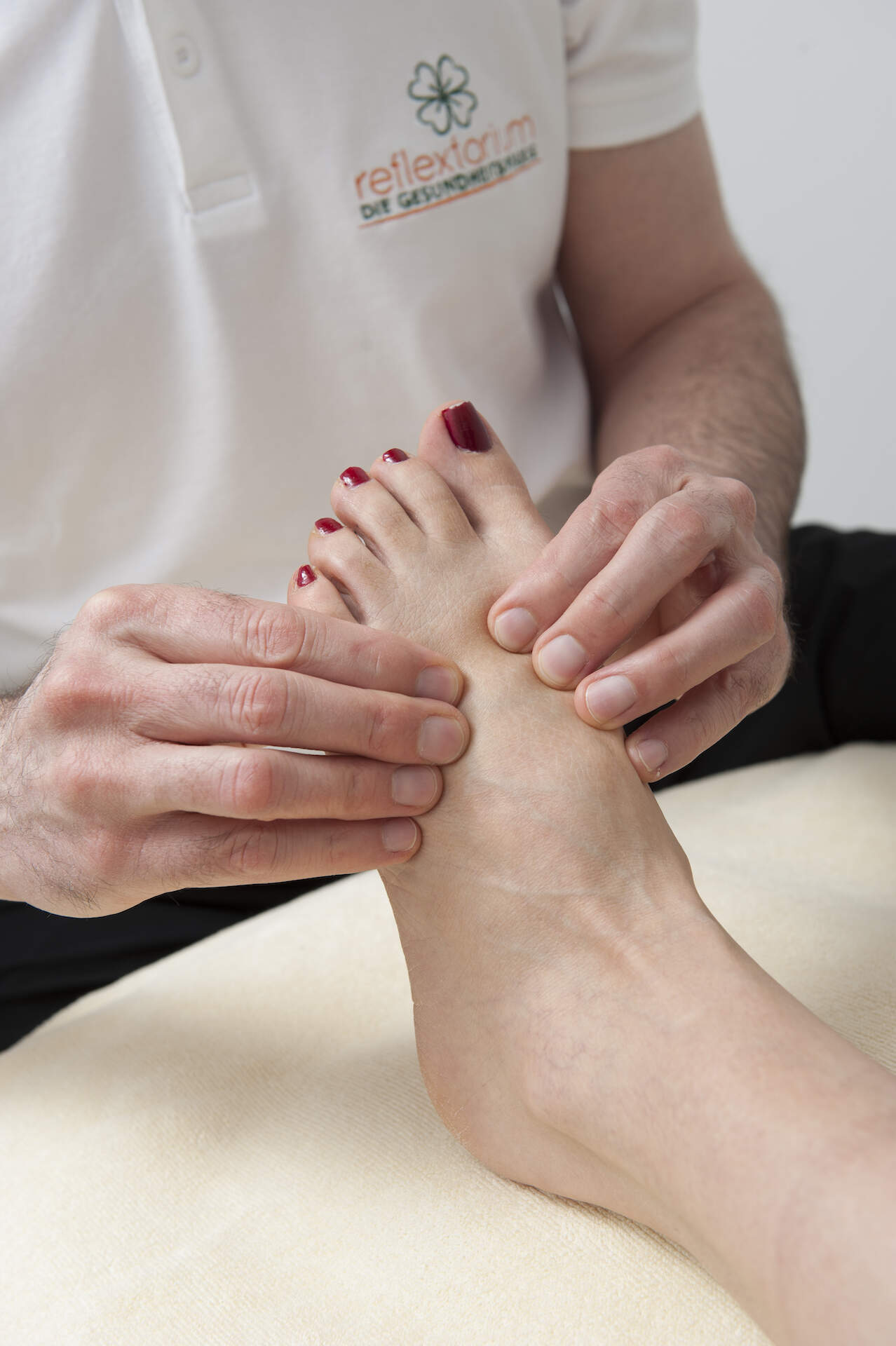 Foot Reflex Zone Massage - relaxing and balancing