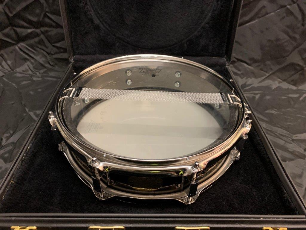 Foto-4-Ludwig-Snare-Black-Beauty-13x3-engraved-Supraphonic