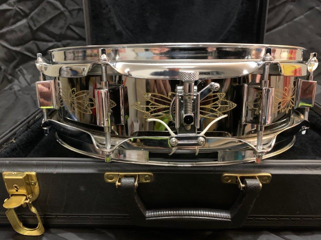 Foto-5-Ludwig-Snare-Black-Beauty-13x3-engraved-Supraphonic