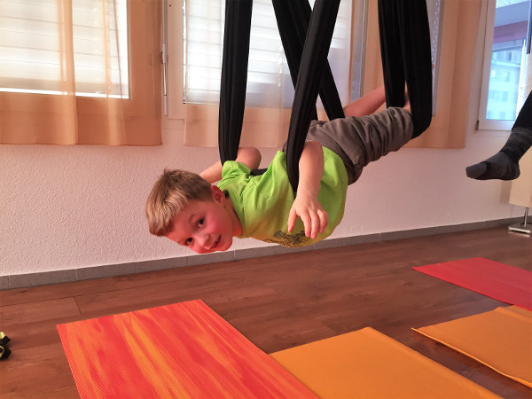 Flying Kids Yoga Luzern, Aerial Yoga Kinder Luzern
