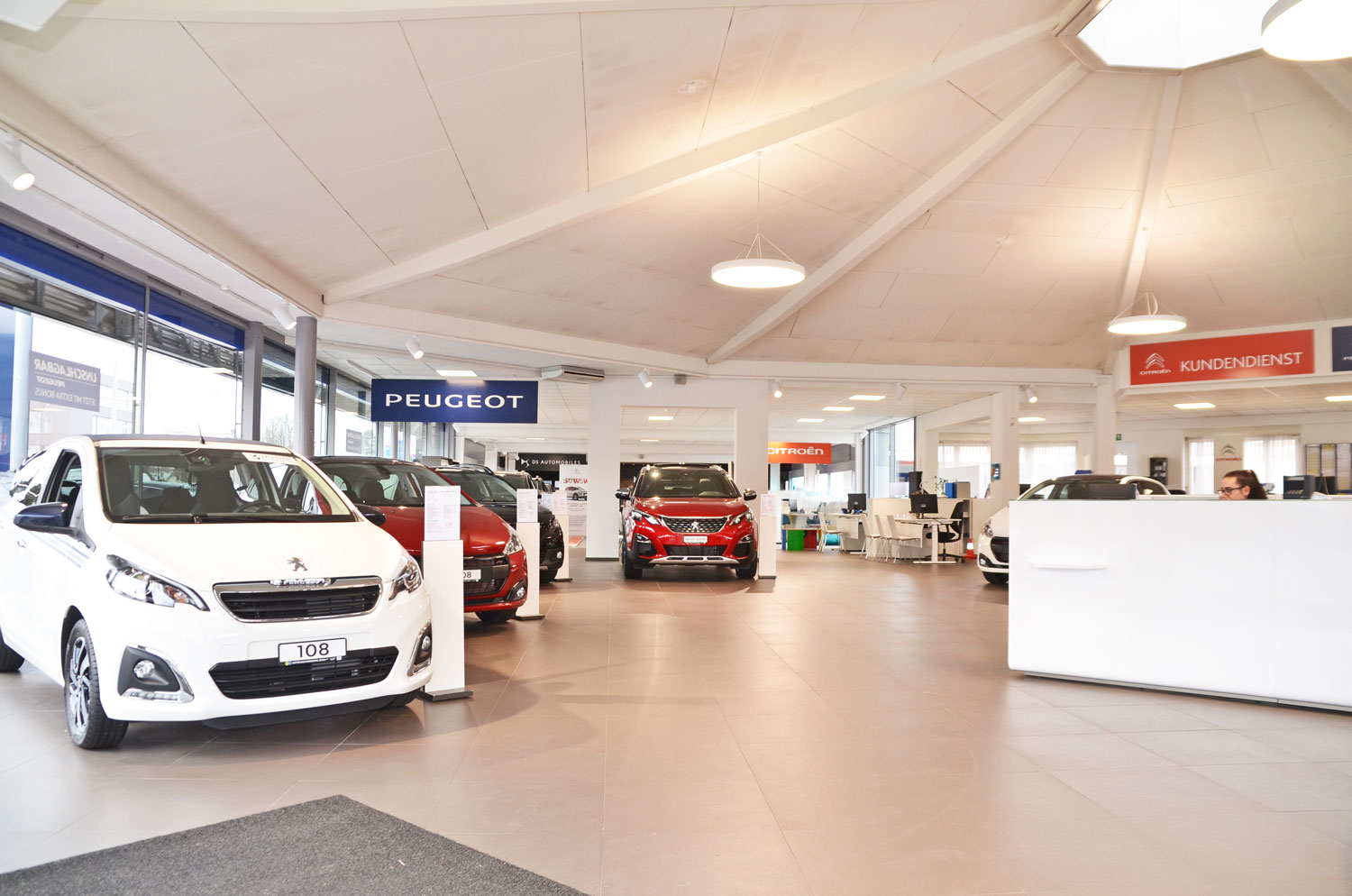 Peugeot Neuwagen Showroom Muttenz