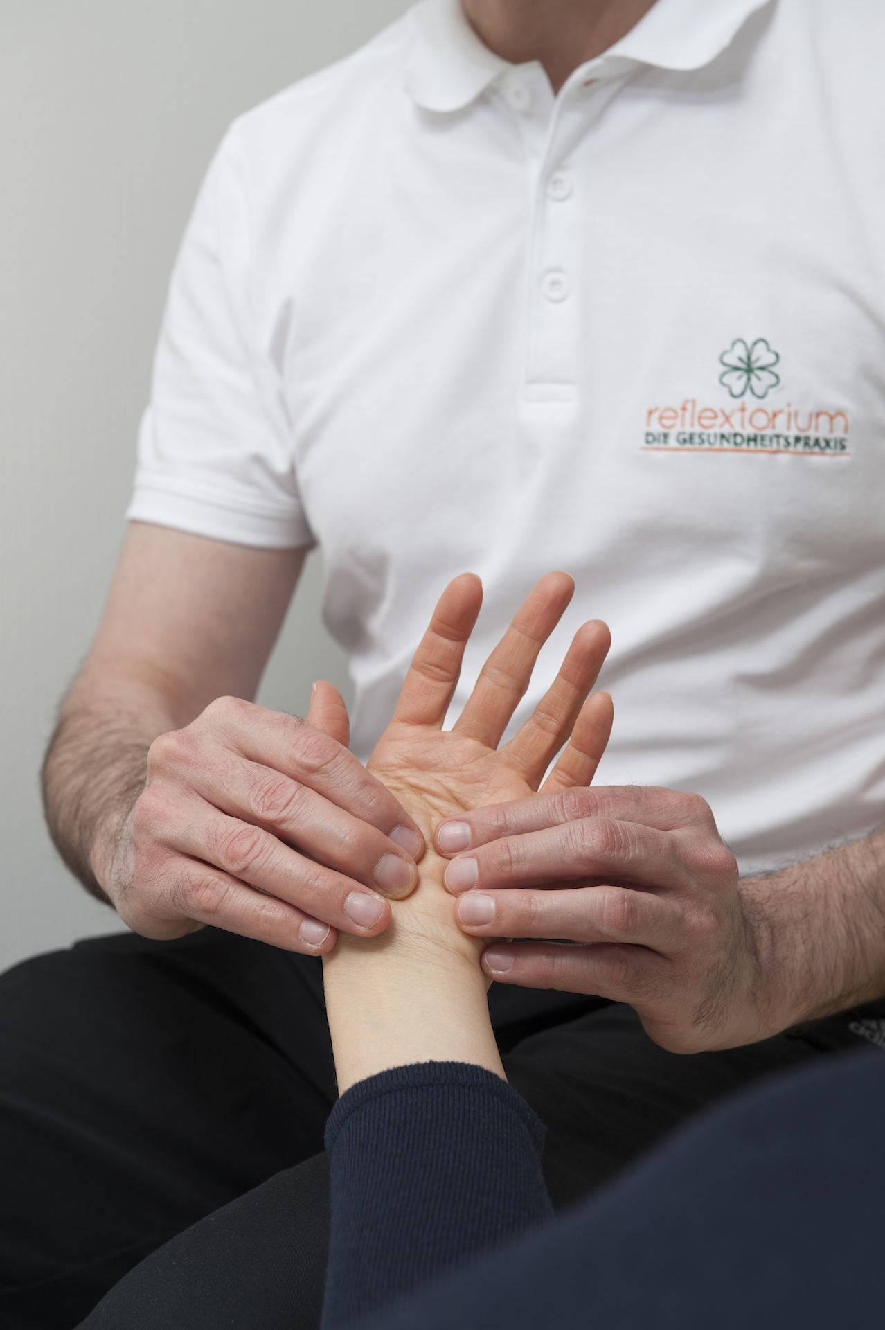 Hand Reflex Zone Massage - energizing