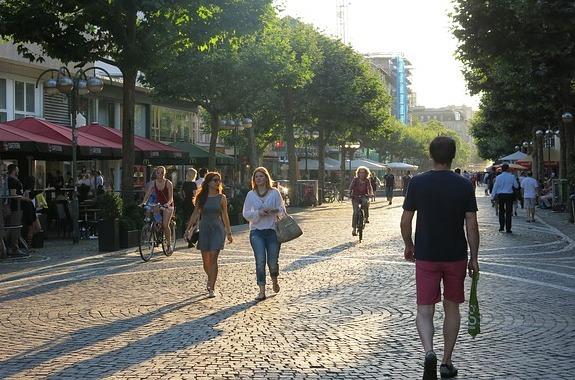 pedestrian-zone_pixabuyjpg