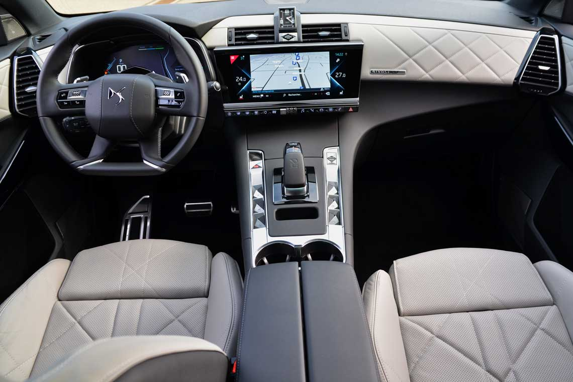 DS7 E-Tense Plug-in-Hybrid Cockpit