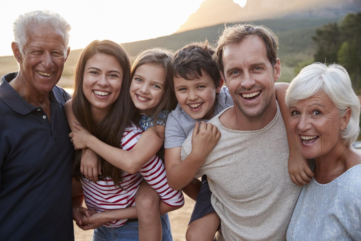 Familie mit Kindern und Grosselternjpg