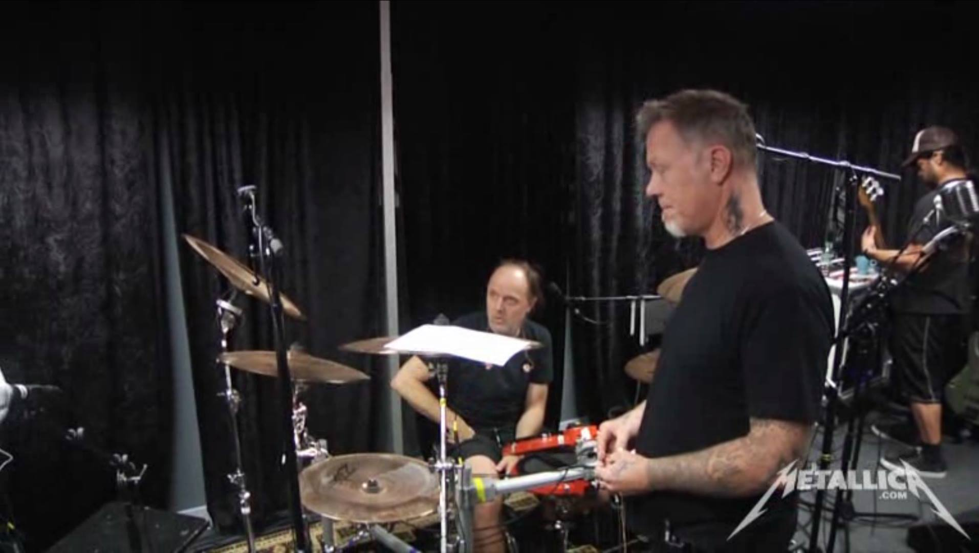 Foto-Lars-Ulrich-rehearsal-room-Band-Metallica-2Box-drumIt-Five