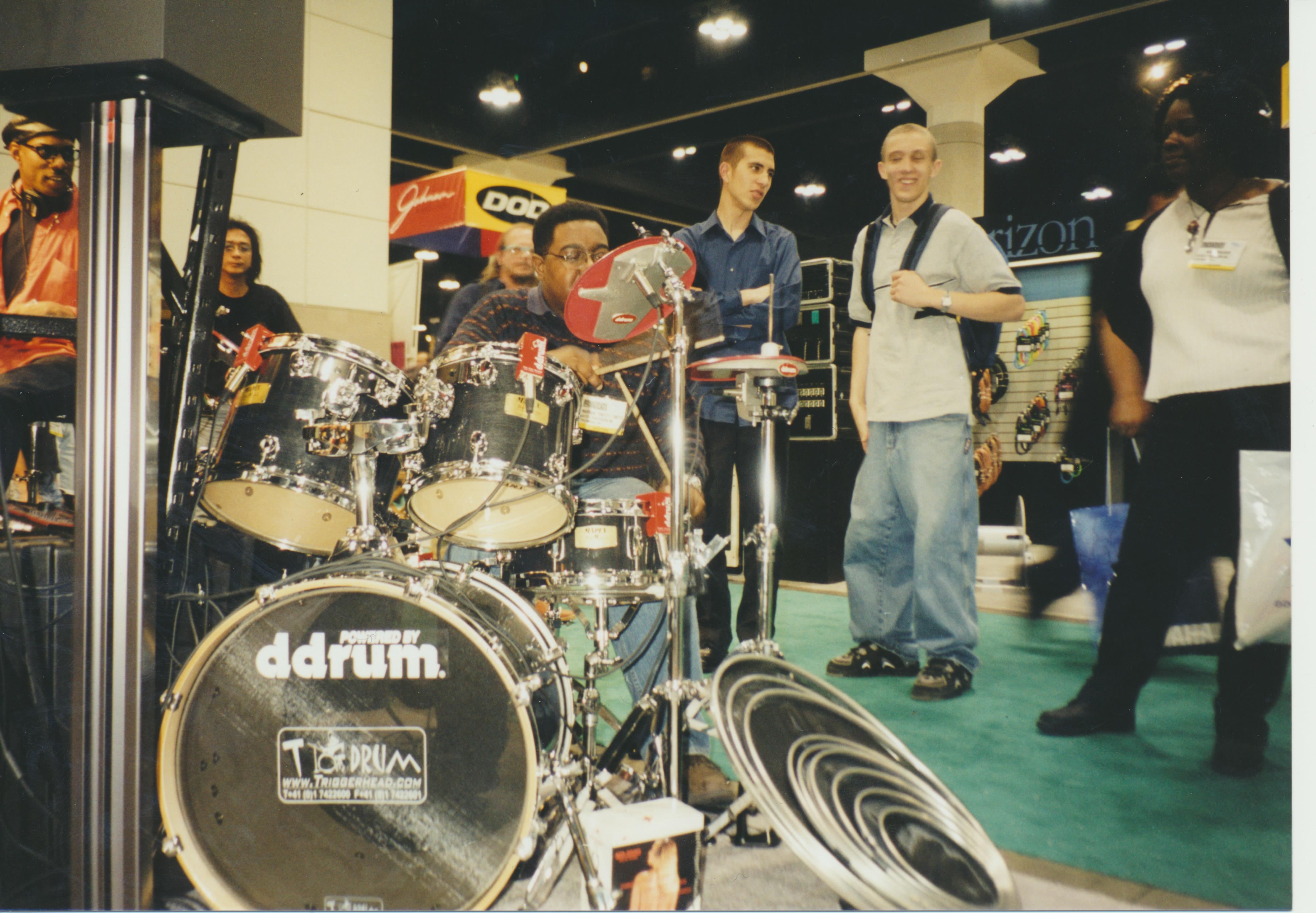 Foto-Marvin-Smitty-Smith-Jay-Leno-Tonight-Show-NAMM-ddrum-booth