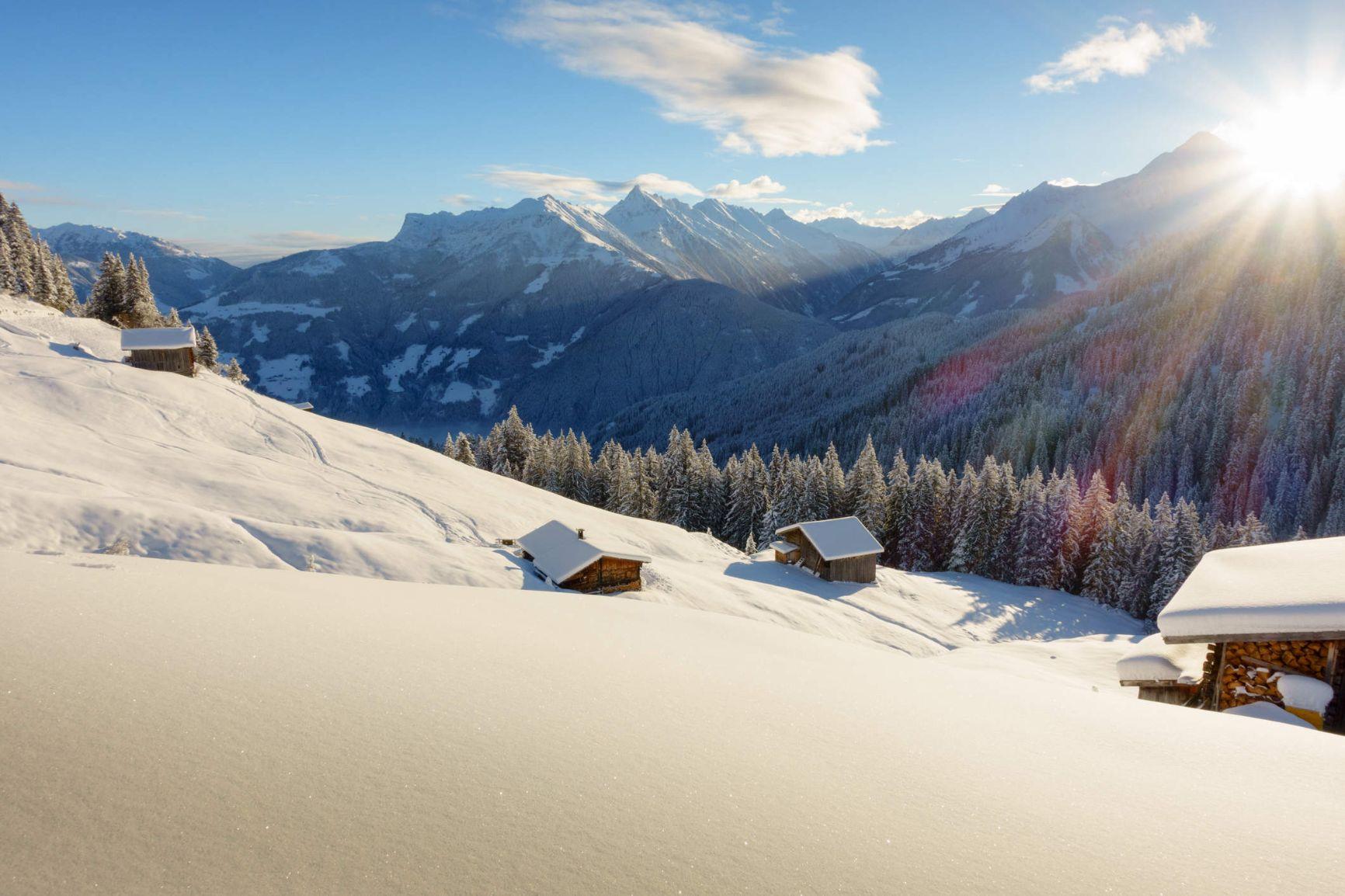 schih-tte-im-schigebiet-von-mayrhofenjpg