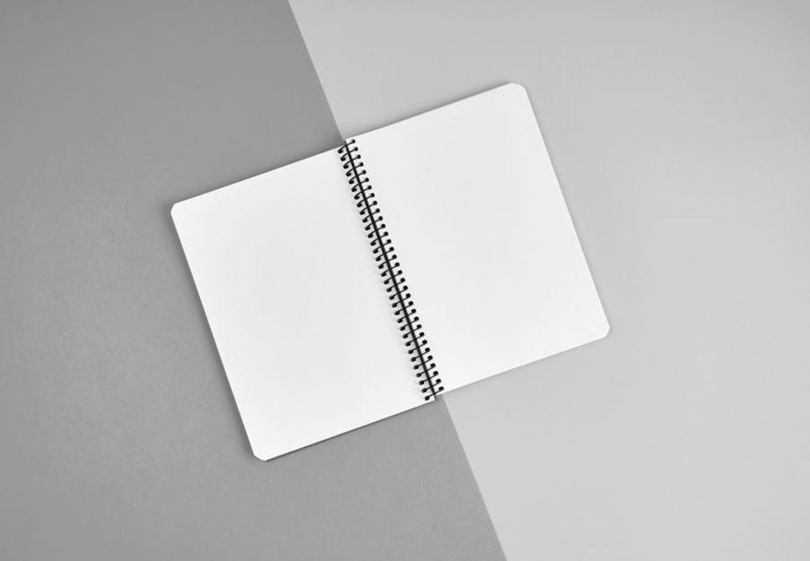 Heft offen auf 2 verschiedenfarbigen PapierenJPG