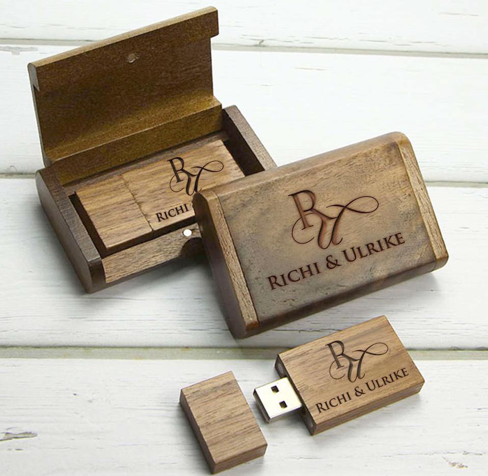 Gravur-USB-Stick-Wedding-MANUs-Foto-Video-Artjpg