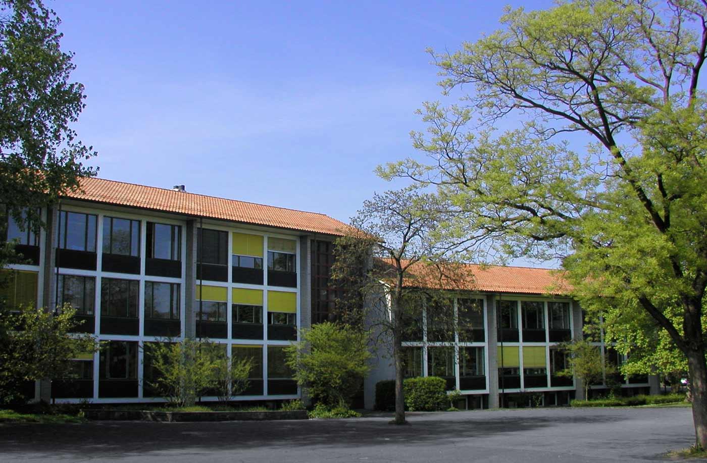 Schulhaus-Fassade-1jpg