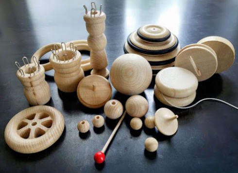 Divers bautech-Holzkugeln und Holzraederjpg