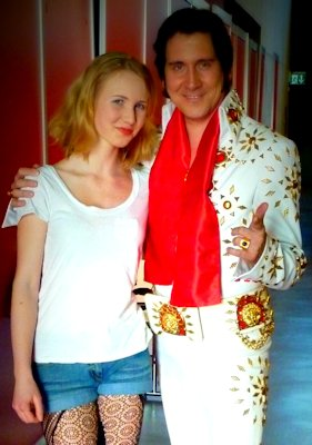Elvis Imitator Tommy King mit Model an der Luga Luzern
