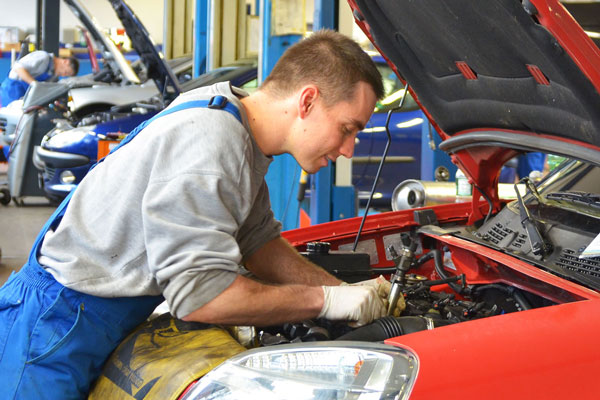 Lehrstelle Automobilmechatroniker